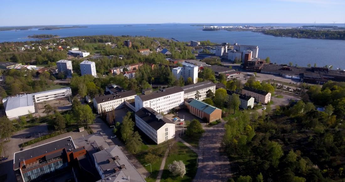 EKAMIN Kampuksen rakennuksia kuvattu ylhäältäpäin