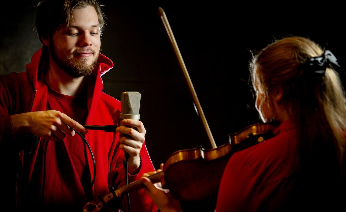 Musiikkiteknologi auttaa viulistia